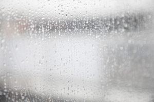 【梅雨の髪の悩みを解消】